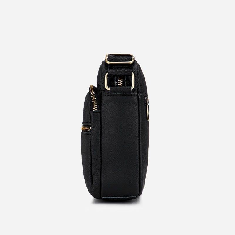 Côté de la petite sacoche bandoulière en cuir véritable noir pour homme.