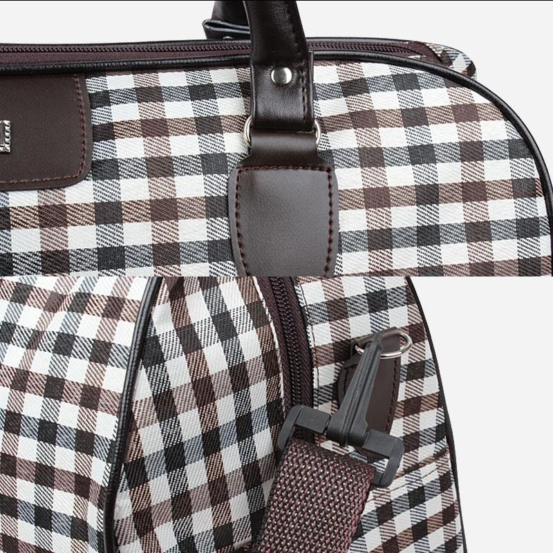 Détails du sac de voyage pour homme et femme en toile et en cuir avec motifs à carreaux.