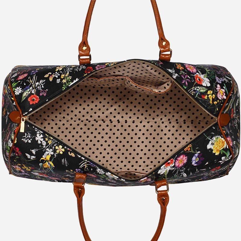 Intérieur du sac de voyage 48h noir en toile pour femme avec ornement et anses en cuir.