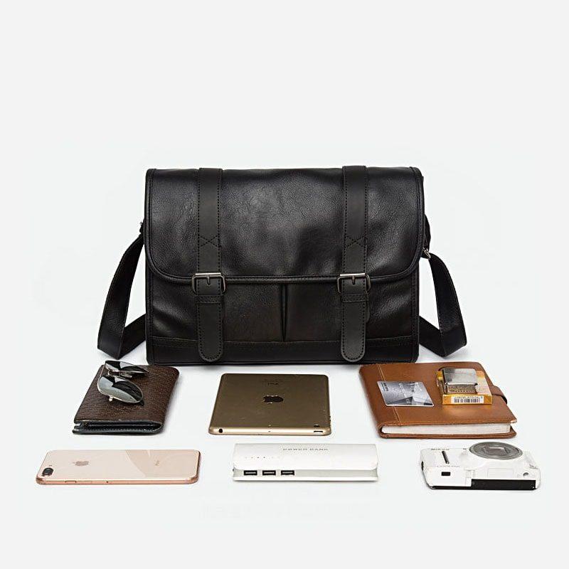 Affaires à ranger dans la sacoche besace bandoulière pour homme façon cartable et cuir noir.