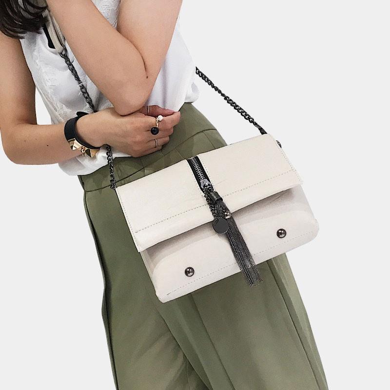 sac-besace-bandouliere-chaine-cuir-blanc-porte-epaule