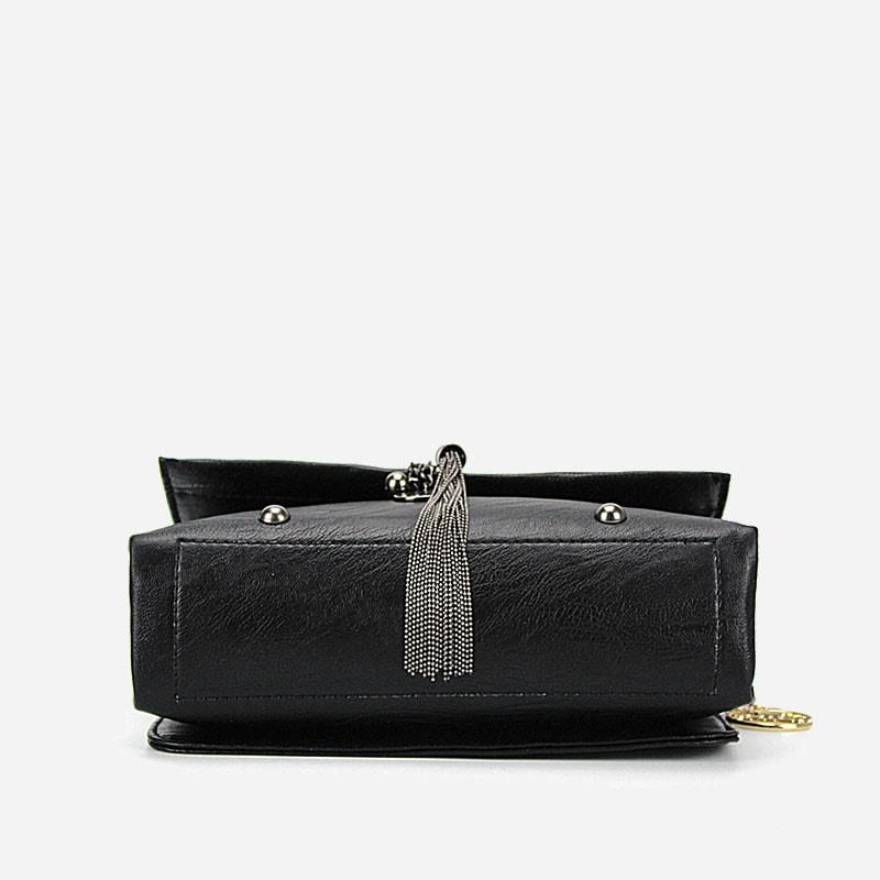 sac-besace-bandouliere-chaine-cuir-noir-dessous