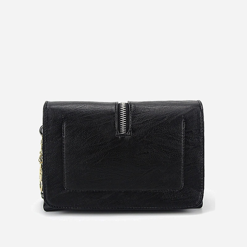 Verso du sac besace noir pour femme avec bandoulière à chaîne et pompons.