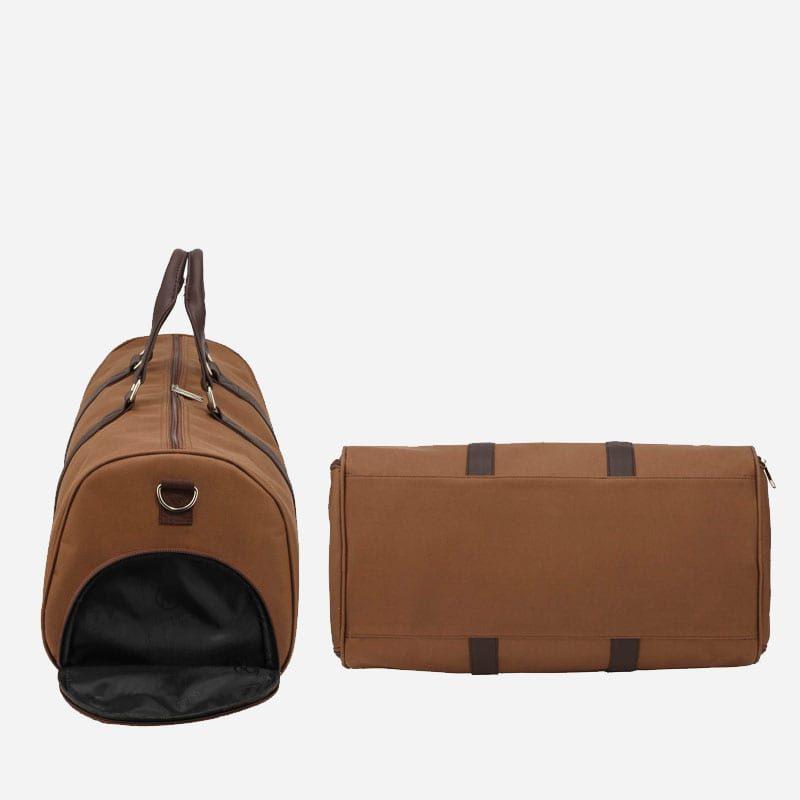 Côté et dessous du sac weekend 24h pour homme et femme en toile et en cuir de couleur brun et marron.