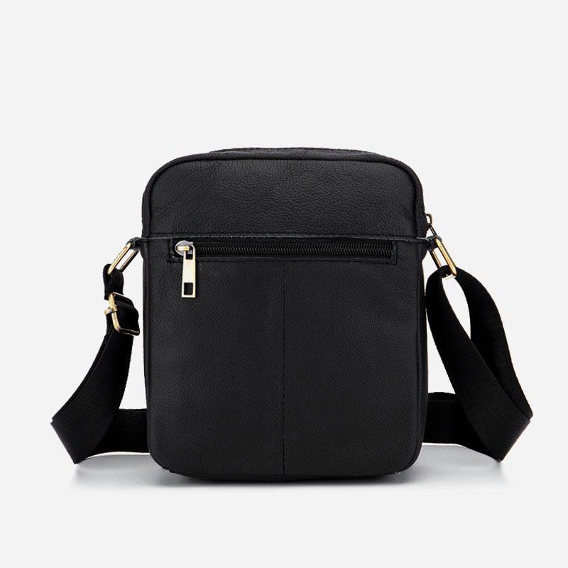 Verso de sacoche en cuir vachette noir pour homme.