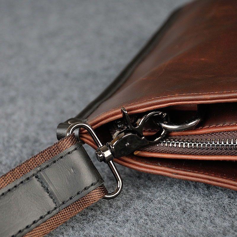 Détails de la bandoulière de la sacoche porte-documents pour homme.