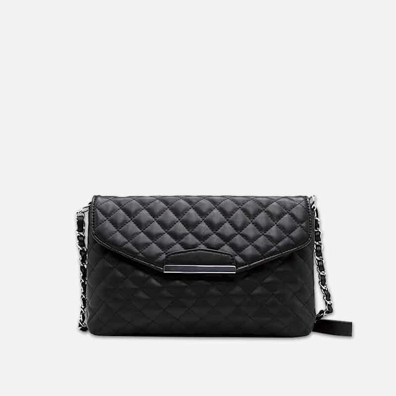 Petit sac à bandoulière en cuir noir pour femme avec moraillon. Chainbag.