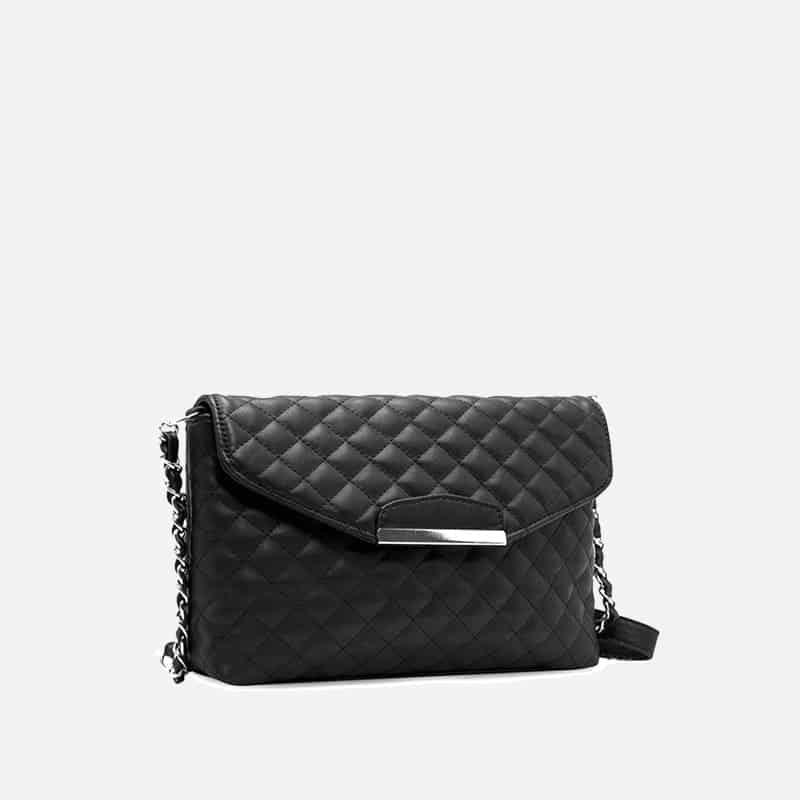 Petit sac à bandoulière en cuir noir pour femme avec moraillon. Chainbag. Zoom1.