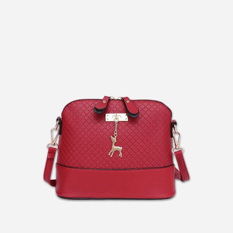 Petit sac à bandoulière en cuir rouge pour femme avec des parties dorées. Cerfsbag classic.