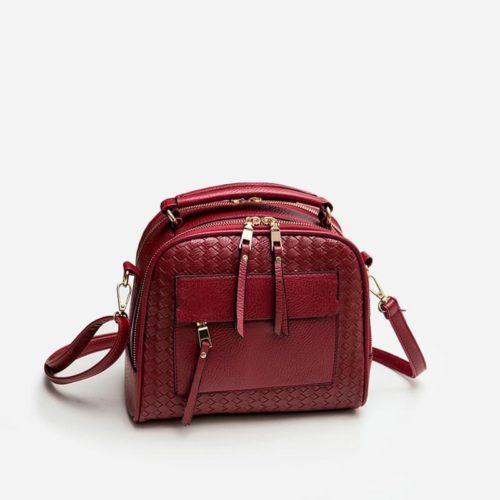 Sac à bandoulière et sac à main en cuir rouge pour femme avec plusieurs poches zippées et poches intérieures. TKbag classic.