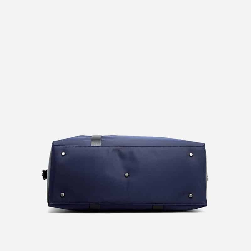sac-a-main-bandouliere-homme-bleu-Bopaibag-design-sacoche-en-dessous