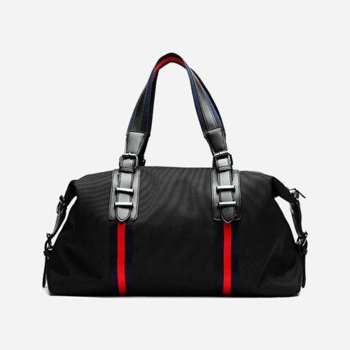Sac week-end et sac de voyage 48h pour homme avec bandoulière. Sac noir avec 2 bandes rouges.