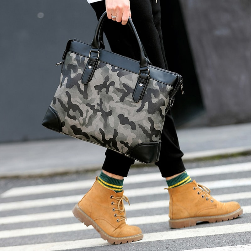 sac-a-main-bandouliere-homme-vert-camouflage-2