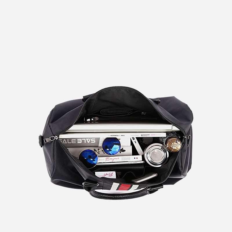 Intérieur du sac de voyage.