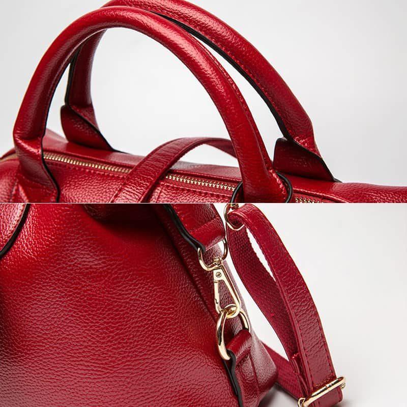 Détails d'un sac à main bandoulière fourre tout pour femme en cuir rouge.