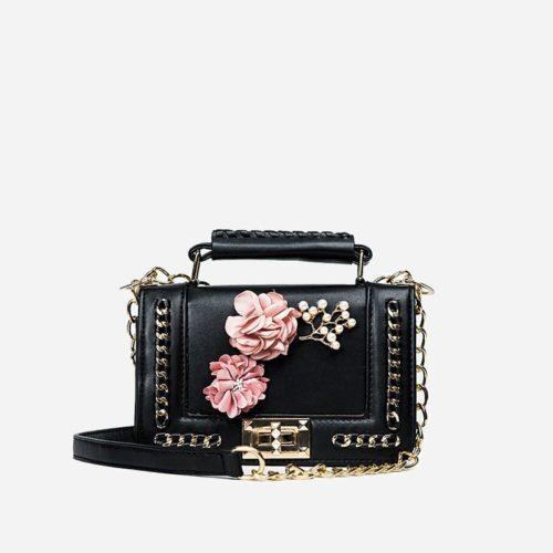 Sac à main pour femme en cuir noir avec fleurs et bandoulière à chaîne.