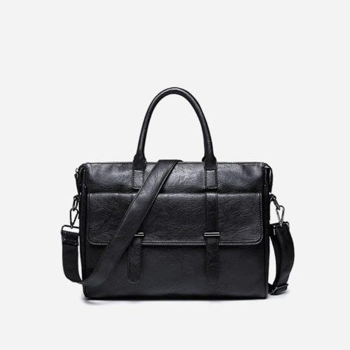 Sacoche pour homme en cuir noir avec bandoulière, rabat et poignée pour être portée comme sac à main.