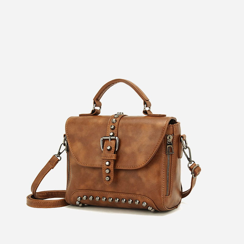 sac-a-main-bandouliere-cloute-cuir-marron-2