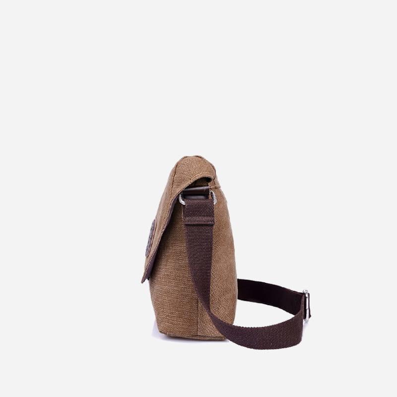 Côté du sac besace bandoulière en toile brun pour homme.