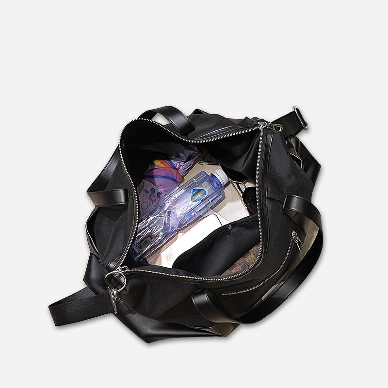 Intérieur du sac de voyage 48h noir pour femme.