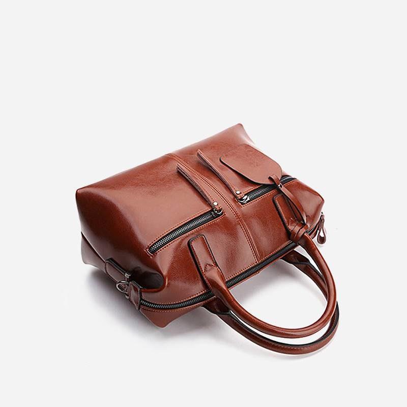 Dessus du sac à main bandoulière pour femme en cuir véritable de couleur marron.