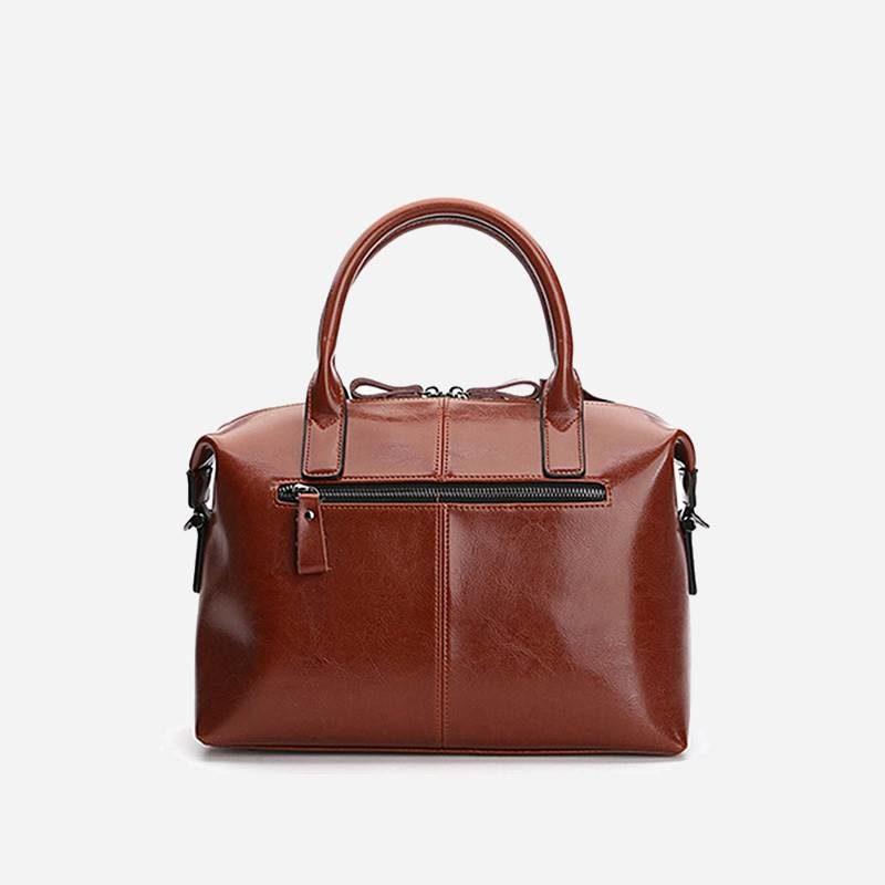 Verso du sac à main bandoulière pour femme en cuir véritable de couleur marron.