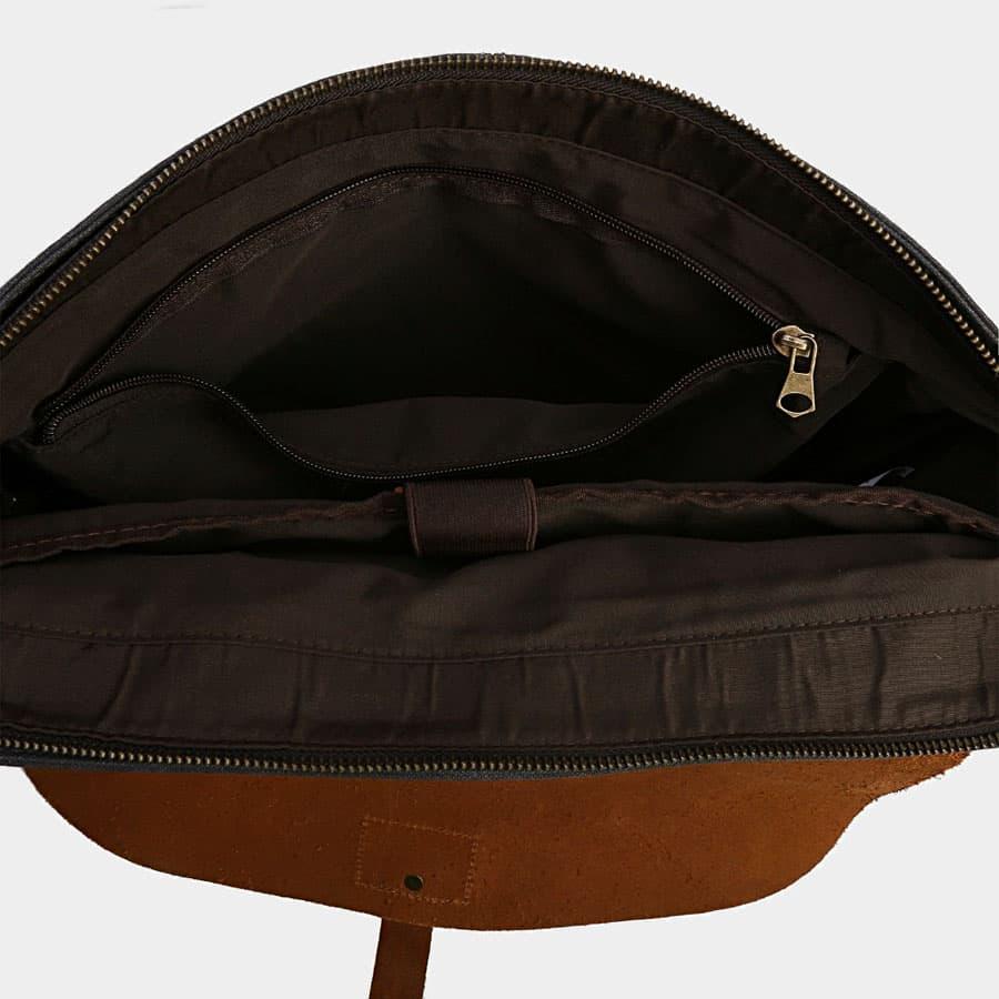 Intérieur du sac avec séparation et poche intérieure zippée.