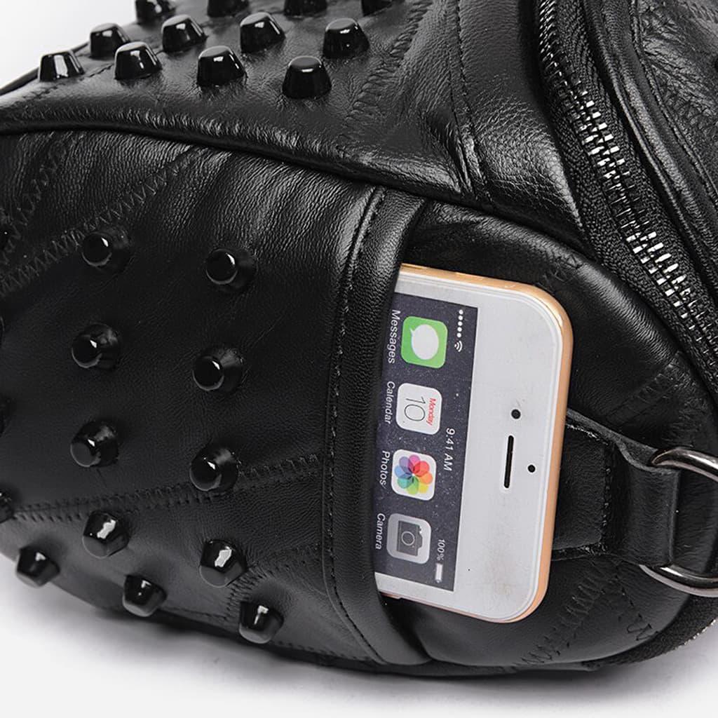 Poche et travail du cuir noir à clous du sac à main clouté pour femme.
