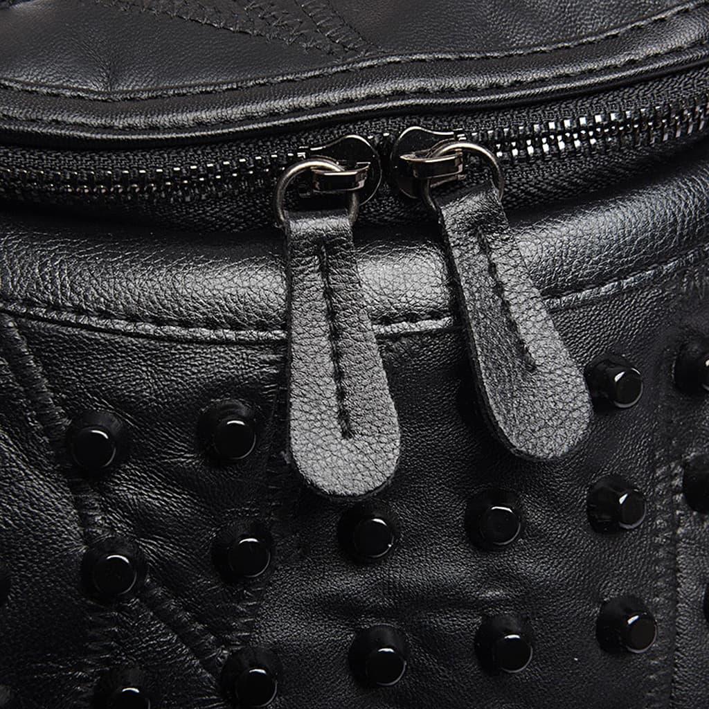 Détails du cuir noir, clous et curseur du sac à main clouté pour femme.