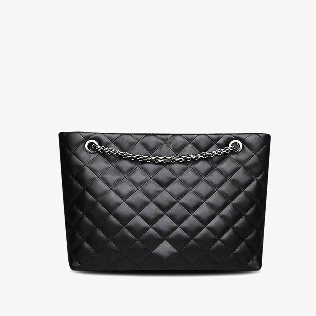 Verso du sac à main cabas en cuir noir matelassé et à chaine.