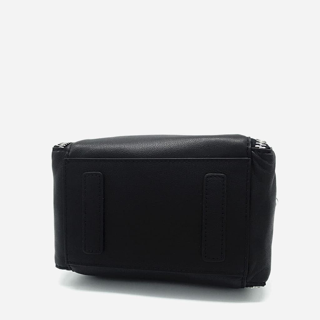 Dessous du sac à main à chaîne en cuir véritable noir.