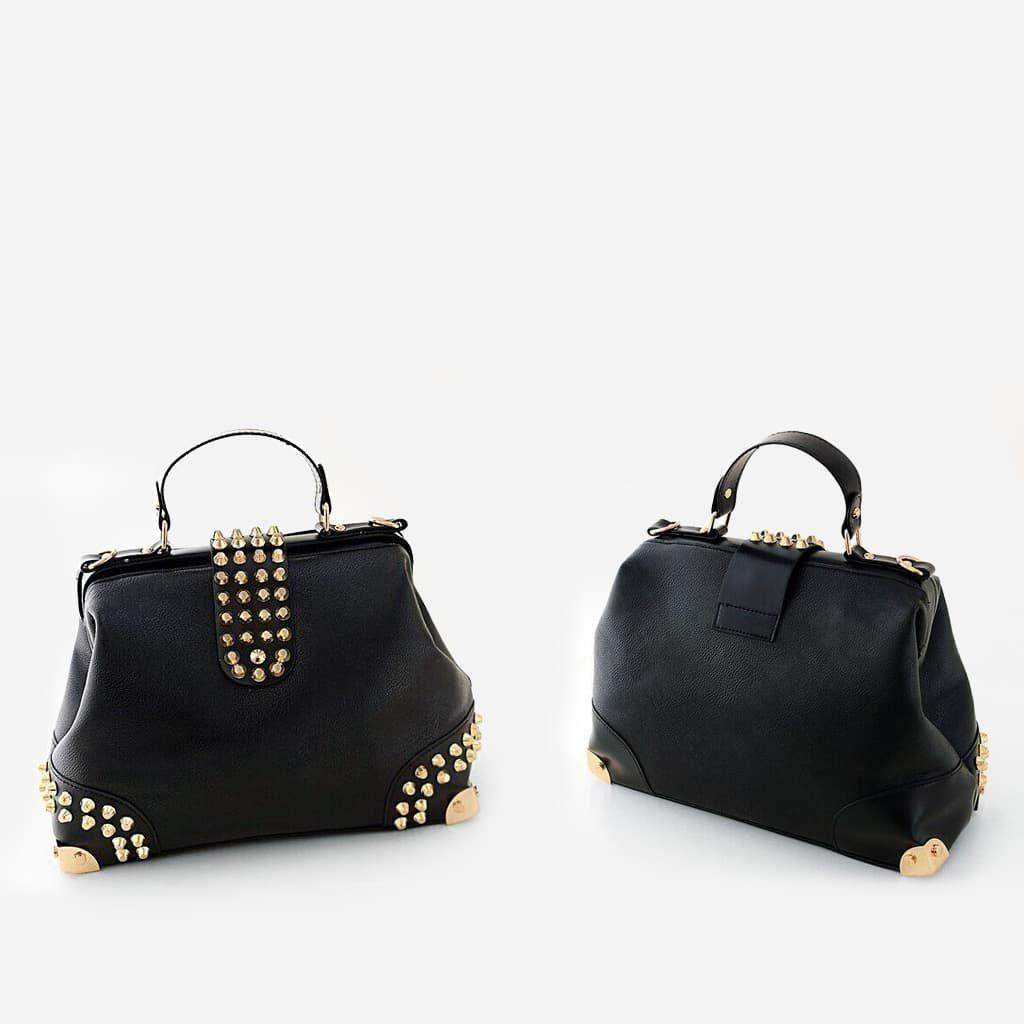 Recto et verso du sac à main clouté en cuir noir pour femme.