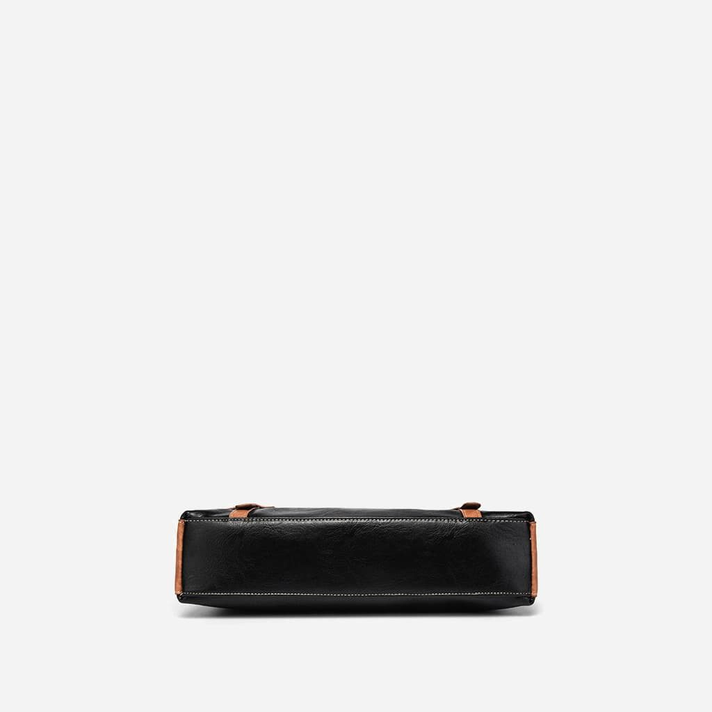 Dessous de la sacoche besace porte-documents en cuir noir et marron.