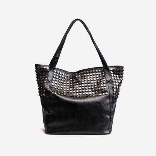 Grand sac cabas clouté en cuir noir pour femme.
