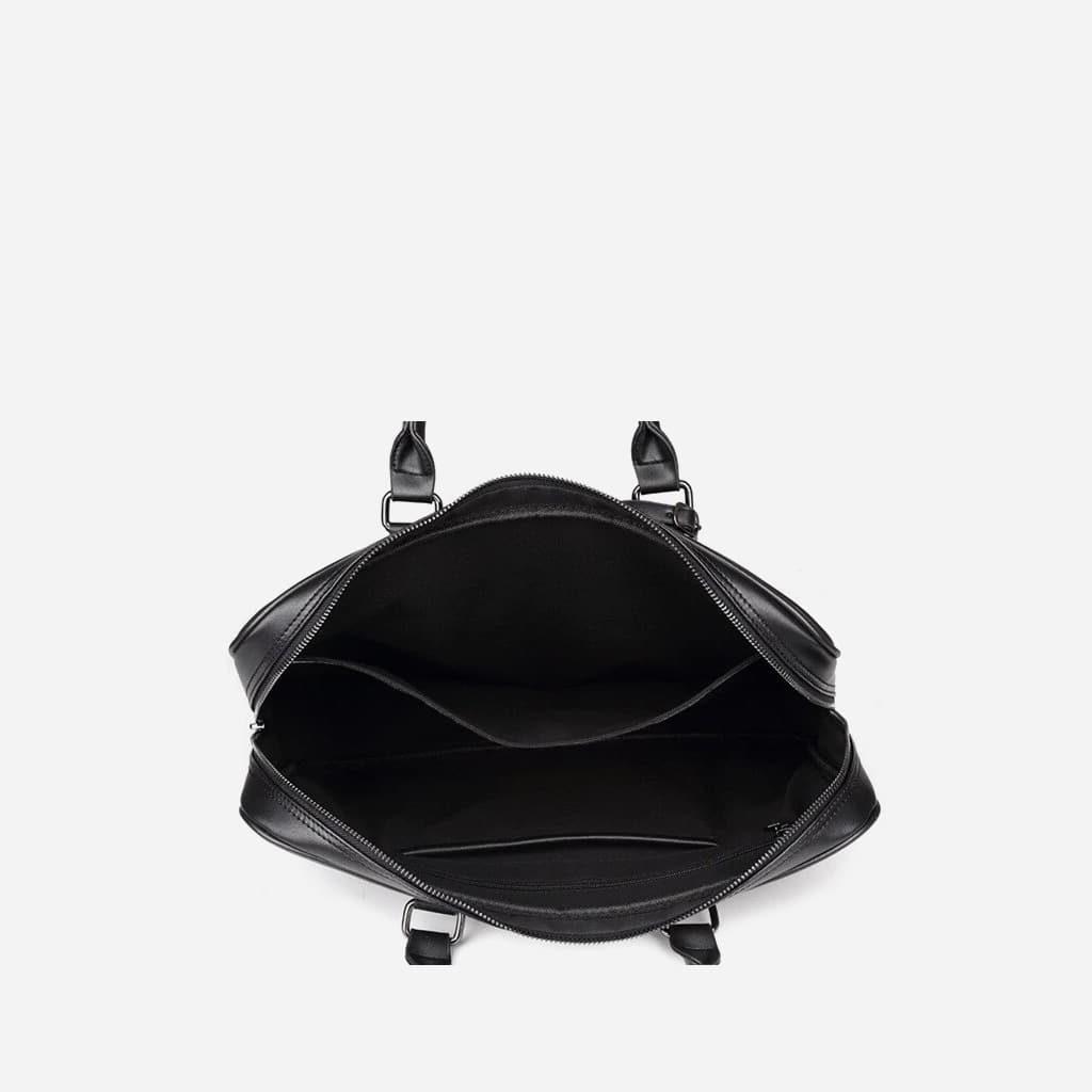 Intérieur de sacoche porte-documents ordinateur pour homme en cuir noir saffiano.