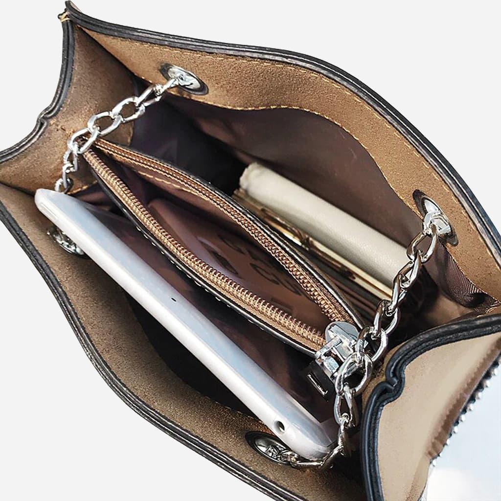 Intérieur du sac à main cuir nubuck brun poche soufflet central avec zip et bandoulière chaîne.
