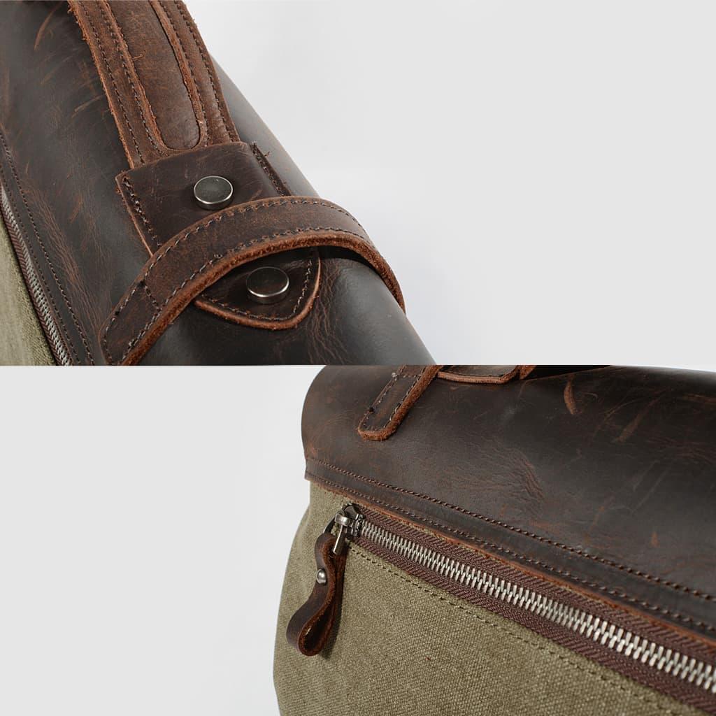 Zoom cuir et toile. Détails curseur, anse et garniture de la sacoche besace.