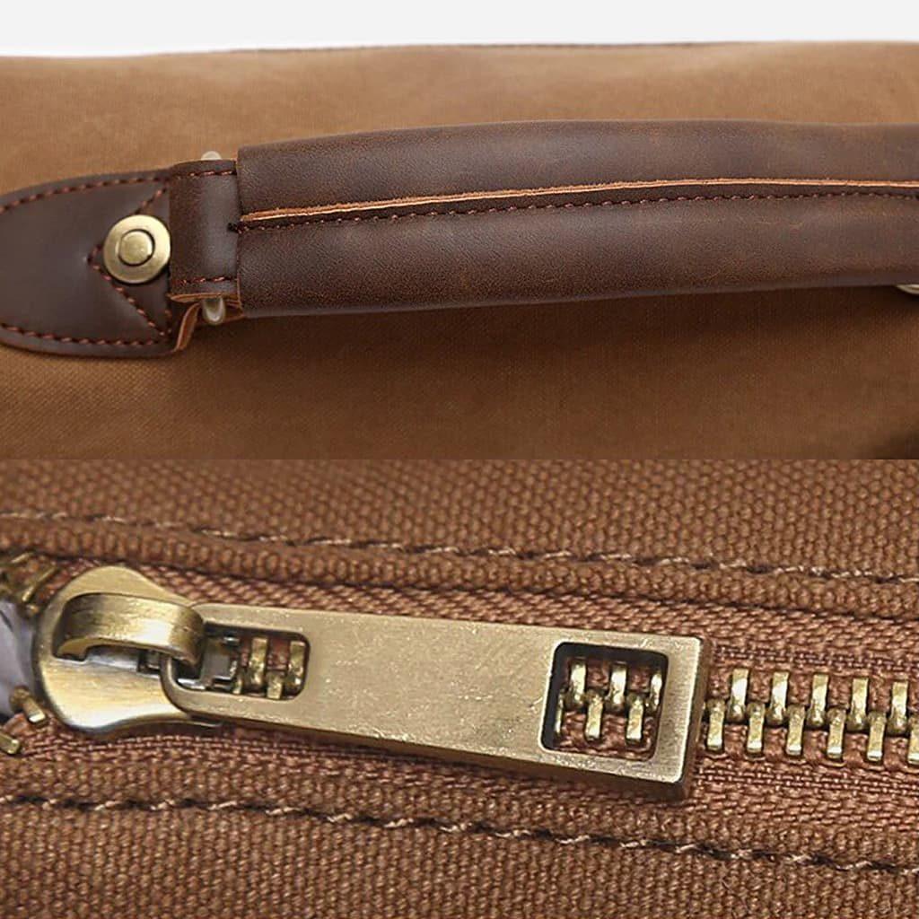 Détails anse, fermeture à glissière et curseur doré de la sacoche besace.