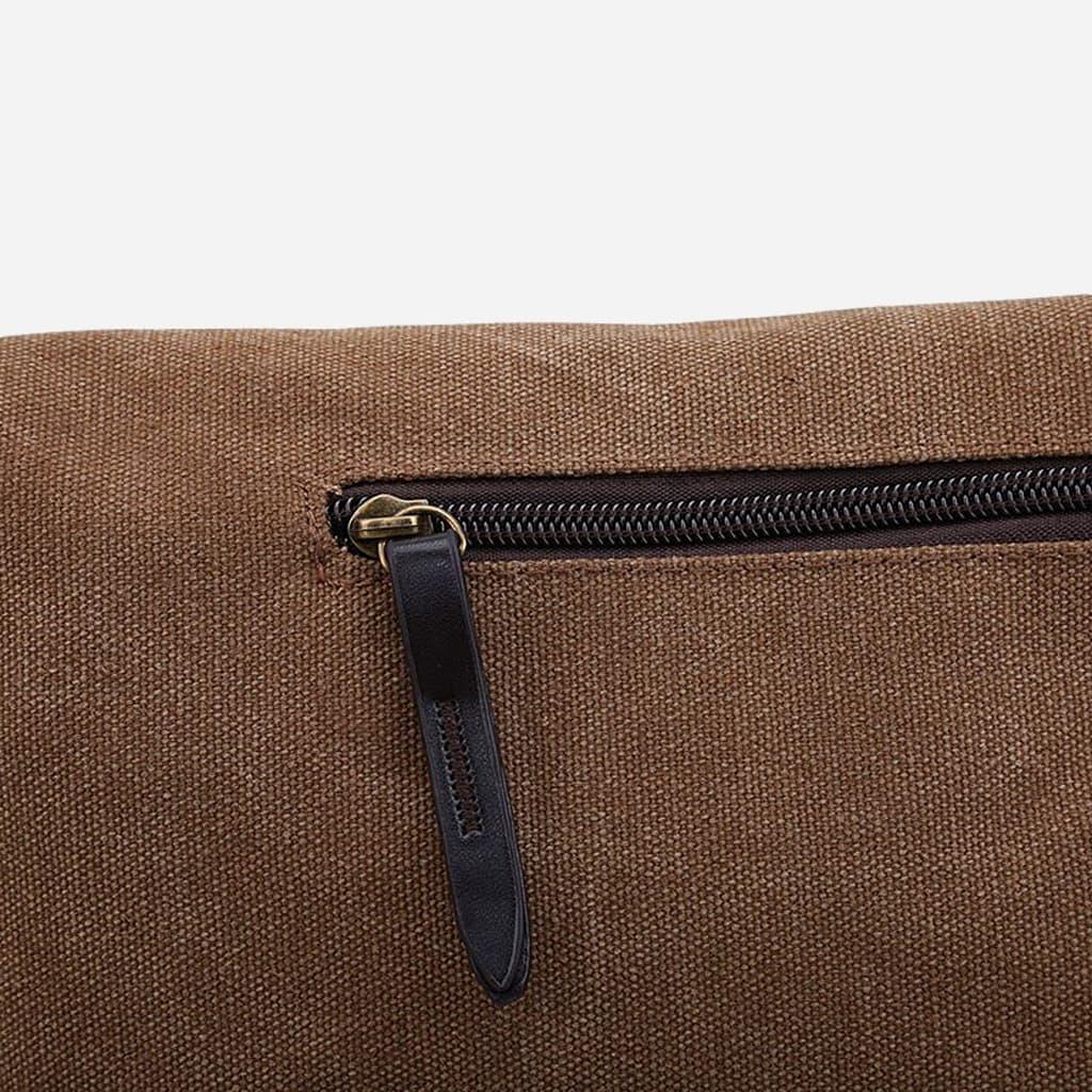 Détail de la poche à zip du verso du sac besace homme.