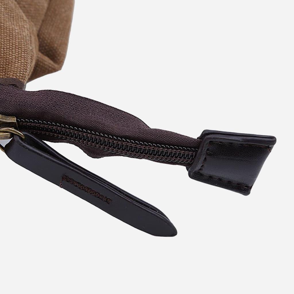 Détail du curseur et de la tirette de la fermeture éclaire du sac besace.