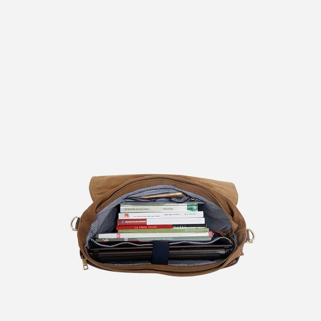 Intérieur de la sacoche besace en toile et en cuir.