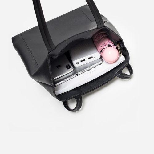 Intérieur grand sac cabas cuir noir pour femme format vertical