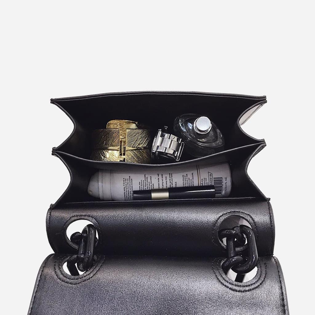 interieur-sac-besace-noir-bandouliere-chaine-noir-S14988