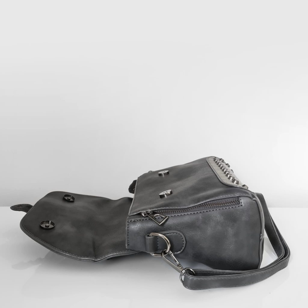 Ouverture du sac besace en cuir gris crispé et cuir suédé nubuck/velours