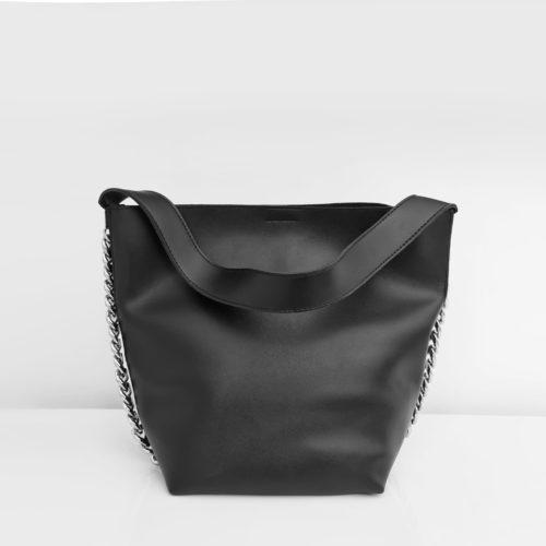 Sac seau en cuir noir avec anse bandoulière et chaîne décorative