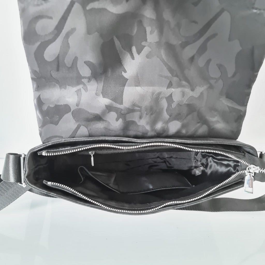 Intérieur du sac besace homme noir tissu Oxford camouflage avec garniture cuir safiano.