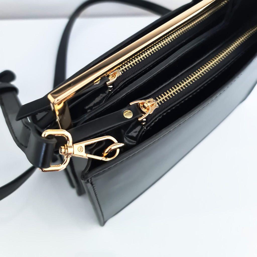 Dessus sac à main cuir noir asymétrique avec bandoulière à mousqueton, fermeture éclair et curseurs dorés