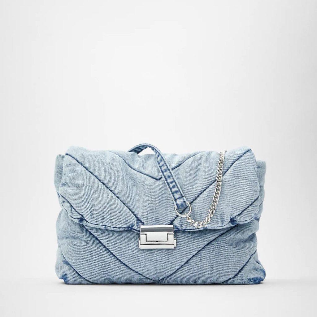 Grand sac bandoulière besace femme en tissu denim blue jean avec revêtement matelassé