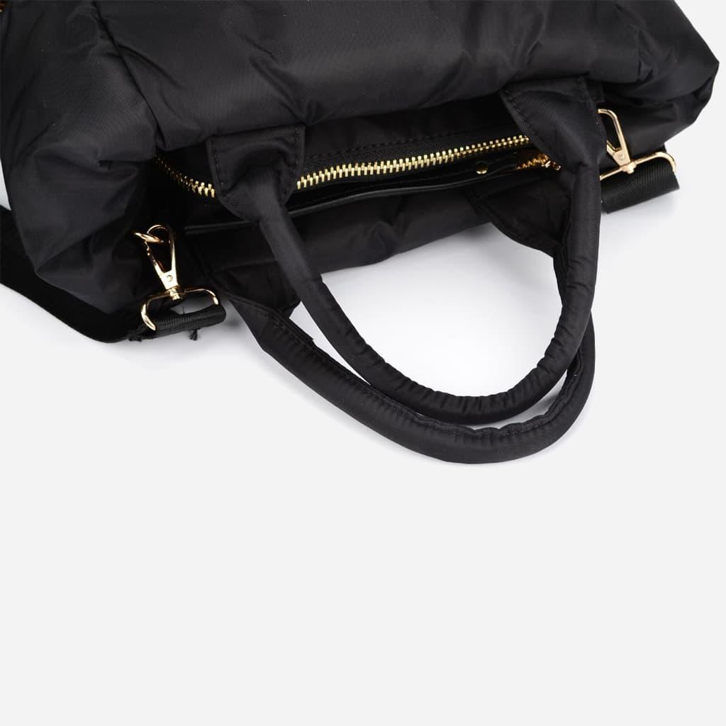 Détail et zoom anse et bandoulière sac à main cabas rembourré coton noir