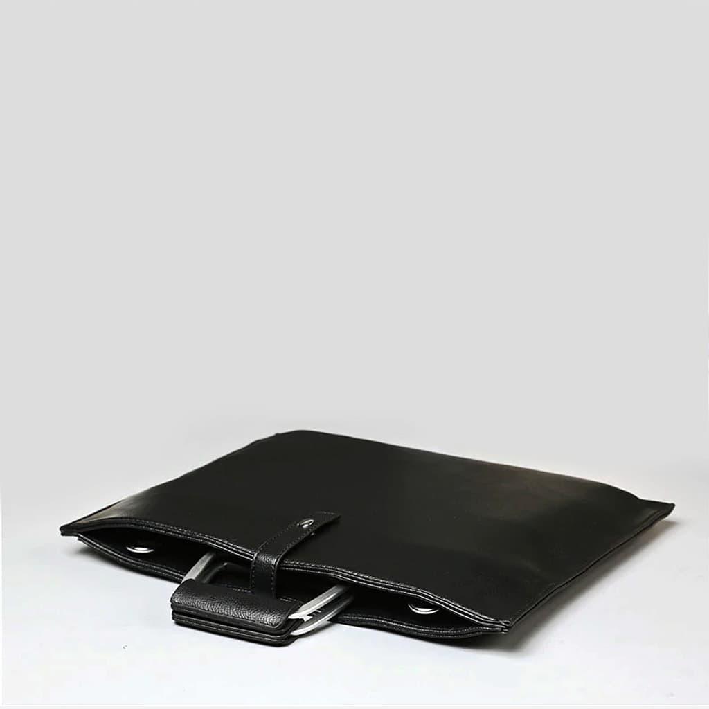 Dessus de la sacoche porte-document cuir noir homme.